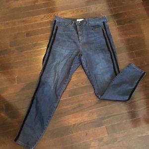 GAP jeans with velvet stripes size 32L